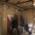 Village de Tenghori. Casamance, Sénégal. Vérification par l'équipe de Moboutou Diedhou dans la maison de madame N'Déye Abi.