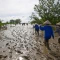 Au petit matin, le groupe de la communauté de DA LOC se rend sur le site de la plantation.