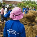 Les jeunes du Green Club, soutenu par le programme AXA - CARE, se mobilisent pour produire du bio fertilisant, qui servira à améliorer la qualité des sols de la communauté.