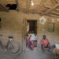 Village de Bouhinor. Casamance, Sénégal. 23 personnes vivent dans la maison de Landin Sane, le patriarche.
