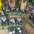 Nassouri Adjaratou, animatrice de la Caisse de Piela, est partie à la rencontre d'un groupement de femmes (26) réunies dans le village de Yali, à quelques km de Piela. Elles ont toutes fait l'acquisition d'un kit 1. L'une d'entre elles évoque deux principaux avantages, les enfants peuvent étudier la nuit et les femmes faire le ménage également la nuit.